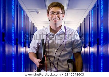 техник · Постоянный · серверы · улыбаясь · оружия · центр · обработки · данных - Сток-фото © wavebreak_media
