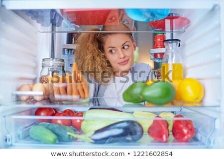 Stockfoto: Jonge · vrouw · naar · iets · eten · binnenkant · koelkast