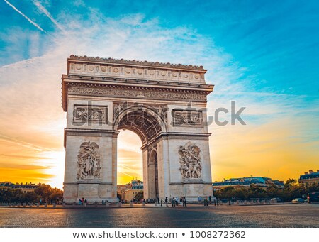 Vue célèbre Arc de Triomphe coucher du soleil Paris soleil Photo stock © vwalakte