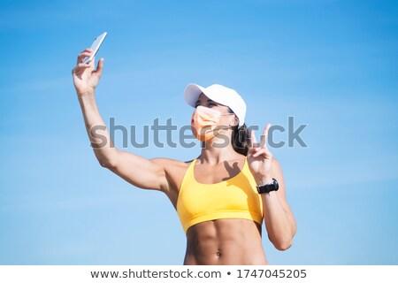vrouw · zelfportret · smartphone · technologie · meisje - stockfoto © deandrobot