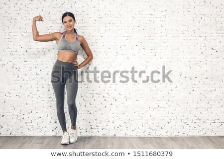 Mooie atletisch vrouw abdominaal spieren donkere Stockfoto © restyler