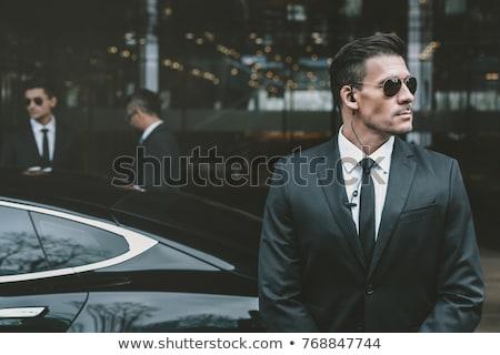 2 · 厳しい · 見える · 男 · 服 · 白 - ストックフォト © ensiferrum