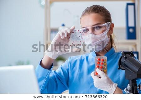 kobiet · naukowiec · badacz · eksperyment · laboratorium · lekarza - zdjęcia stock © elnur