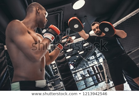 Homme entraîneur boxe pratique illustration boxeur Photo stock © lenm