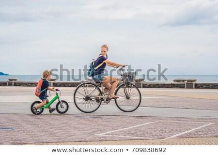 Stok fotoğraf: Mutlu · aile · binicilik · Motosiklet · açık · havada · gülen · anne