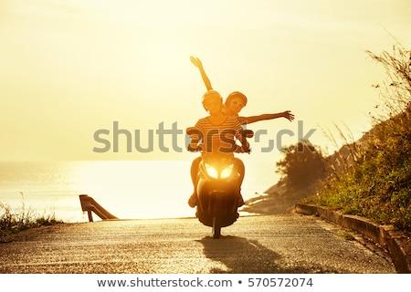 Vrolijk paar reis voorjaar Stockfoto © majdansky