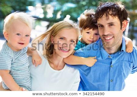 bonitinho · irmãos · pais · mulher · amor · mãe - foto stock © pressmaster