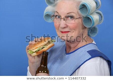 Nagyi eszik hamburger iszik sör nő Stock fotó © photography33