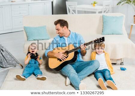 Baba oğul gitar müzik gülümseme mutlu eğitim Stok fotoğraf © photography33
