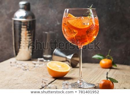 Kieliszek odznaczony pomarańczowy plasterka szkła lata pić Zdjęcia stock © Zerbor