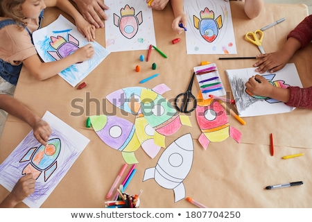 gelukkig · meisjes · handen · verf · geïsoleerd · witte - stockfoto © godfer