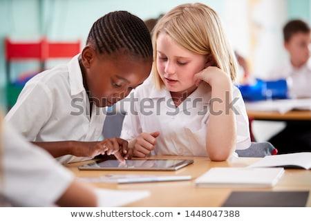 Foto stock: Escuela · primaria · de · trabajo · escritorio · aula · feliz · nino