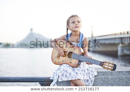 少女 演奏 ギター 川 小 ストックフォト © Kor