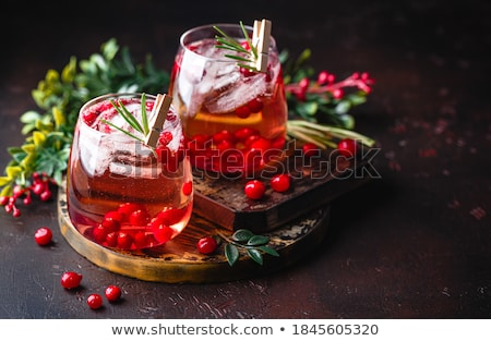 canneberges · cocktail · isolé · blanche · verres - photo stock © fanfo