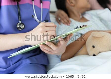 arts · schrijven · patiënt · testresultaten · boord · medische - stockfoto © hasloo