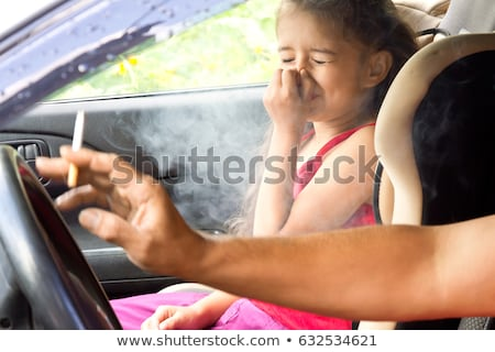 Foto d'archivio: Parenting And Smoking Concept