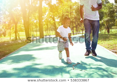 Сток-фото: Cute · улыбаясь · мало · мальчика · ходьбе · родителей