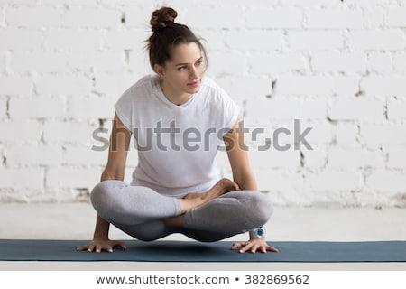 Młoda kobieta strony kolano biały kobieta Zdjęcia stock © wavebreak_media