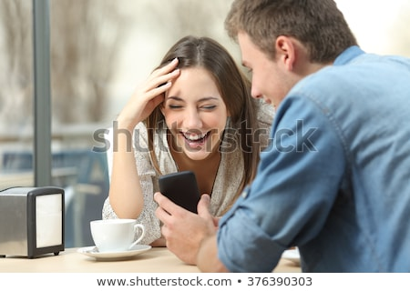 Сток-фото: вертикальный · изображение · смеясь · брюнетка · женщину · сидят