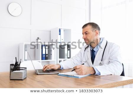 w · średnim · wieku · lekarza · piśmie · schowek · człowiek · medycznych - zdjęcia stock © monkey_business