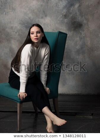Portret atrakcyjny brunetka kobieta zielone sweter Zdjęcia stock © dashapetrenko