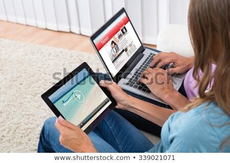 Mujer viendo noticias digital tableta playa Foto stock © AndreyPopov