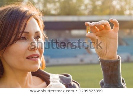 portre · kadın · omega · 3 · balık · yağı · kapsül · açık · havada - stok fotoğraf © serdechny