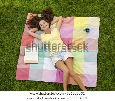 Stock fotó: Fiatal · nő · könyv · jókedv · mosolyog · vakáció · boldogság
