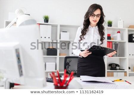 Jong meisje tabel kantoor wekker mooie jonge Stockfoto © Traimak