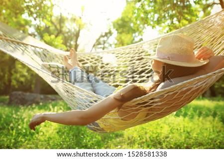 Vrouw ontspannen tuin boom glimlach oog Stockfoto © photography33