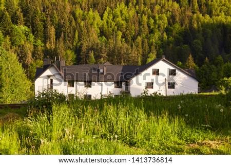 nieuwe · huisvesting · weide · mooie · landschap · hemel - stockfoto © meinzahn
