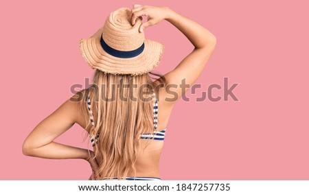 美人 · 帽子 · 屋外 · ファッション · 木 · 緑 - ストックフォト © wavebreak_media