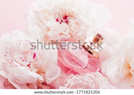 Fragrância garrafa perfume produto flores anúncio Foto stock © Anneleven