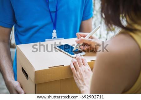 Lieferung Service Kunden Hand Karton Boxen Stock foto © snowing
