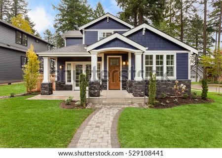 huis · dromen · jonge · vrouw · gazon · nieuw · huis - stockfoto © leeser