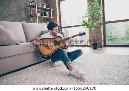 Foto stock: Cantando · habitación · ventana · Screen · femenino