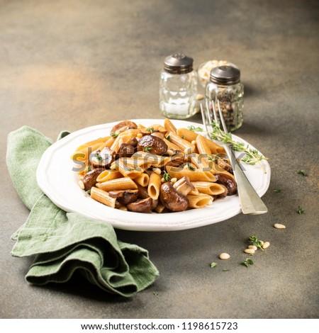 Casero todo grano pasta vegetariano setas Foto stock © Melnyk