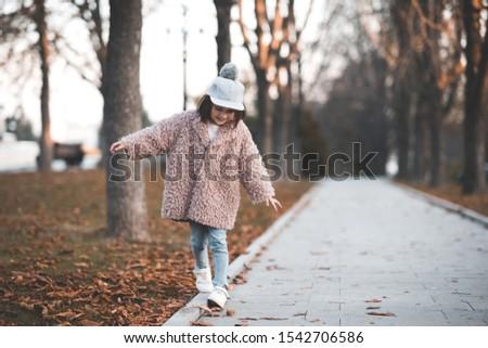 ストックフォト: スタイリッシュ · 子 · 少女 · 年 · 古い · 着用
