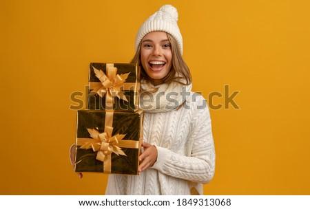 Navidad · mujer · regalo · jóvenes · piso · feliz - foto stock © smithore