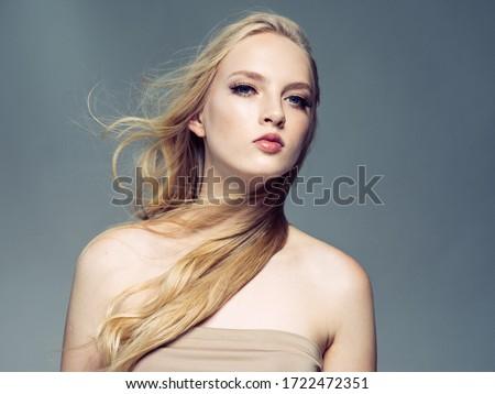 bellezza · moda · ritratto · bella · donna · trucco · fiori - foto d'archivio © serdechny