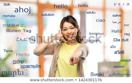 Vrouw telefoongesprek gebaar buitenlands woorden Stockfoto © dolgachov