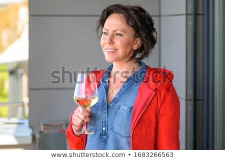 Mulher olhando vidro vinho textura trabalhar Foto stock © photography33