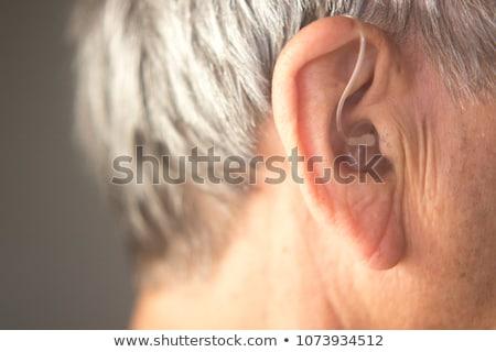 Digitális hallókészülék kéz tart fül penész Stock fotó © csontstock