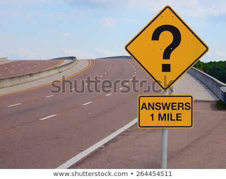 Photo stock: Ncertitude · - · Points · d'interrogation · sur · de · nombreux · panneaux · de · signalisation
