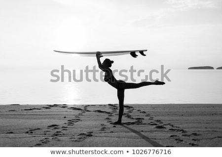 Gyönyörű szörfös lány áll tengerpart szörfdeszka Stock fotó © wavebreak_media