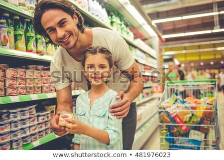 sonriendo · joven · nina · comprar · yogurt · supermercado - foto stock © Paha_L