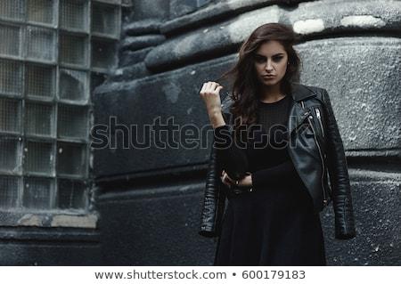 kobieta · długie · włosy · czarny · dżinsy · stwarzające - zdjęcia stock © feedough