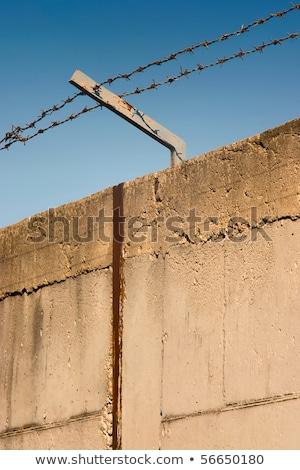 szögesdrót · beton · fal · feketefehér · égbolt · absztrakt - stock fotó © szabiphotography