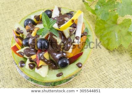 Vruchtensalade chocolade kom Pasen salade dessert Stockfoto © M-studio