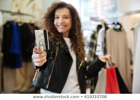 Koncentrált fiatal hölgy tart debitkártya bevásárlótáskák Stock fotó © deandrobot